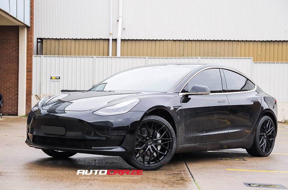 Tesla Model S fitted with a set of ROH RF4 wheels