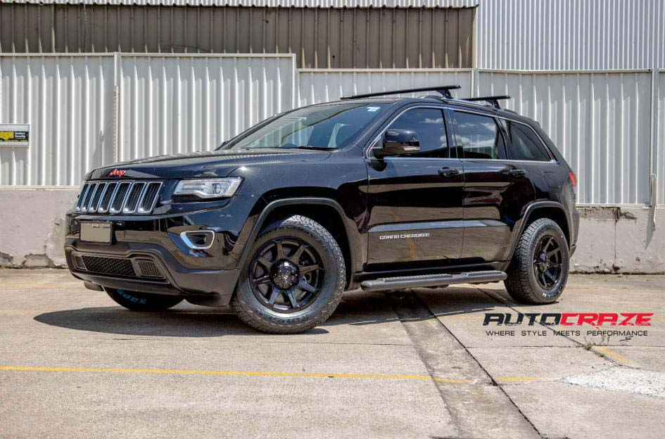 Grand Cherokee with Tuff T05 alloy wheels and Kapsen tyre front wide angle shot february 2018