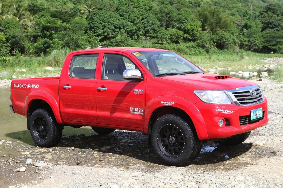 Toyota_hilux_wheels_and_tyres_autocraze