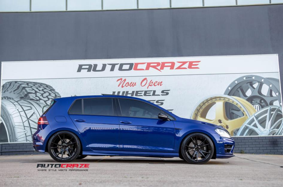 BLUE VOLKSWAGEN GOLF KOYA SF06 GLOSS BLACK WHEELS SIDE SHOT