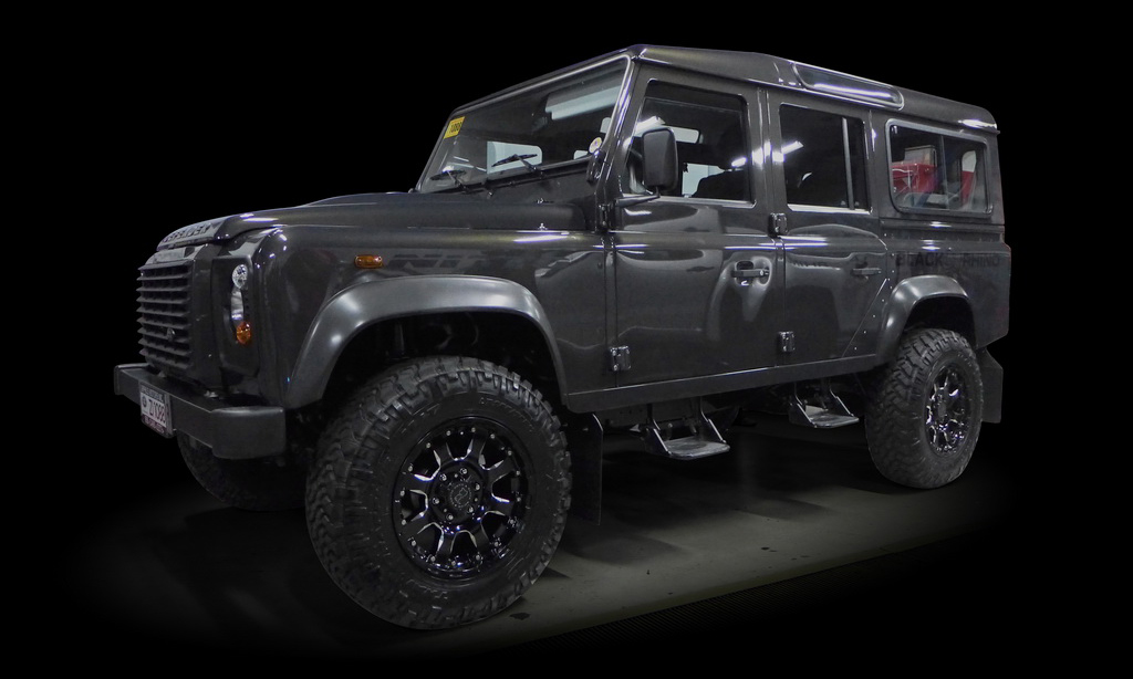 Land_Rover_Defender_Mag_Wheels_AutoCraze
