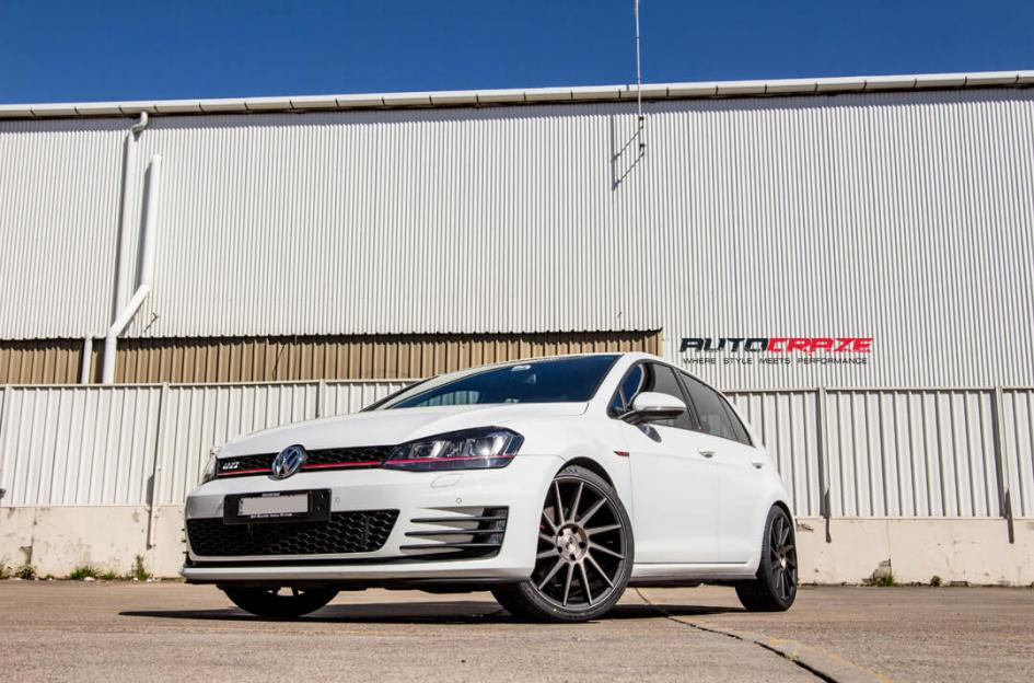 WHITE VOLKSWAGEN GOLF NICHE INVERT MATTE BLACK TINTED FACE WHEELS FRONT SHOT