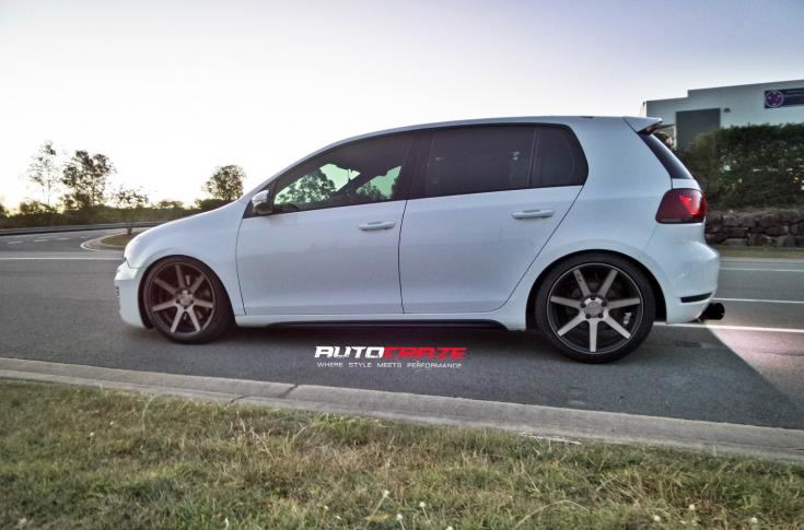 WHITE VOLKSWAGEN GOLF NICHE VERONA MATTE GUN METAL WHEELS SIDE SHOT