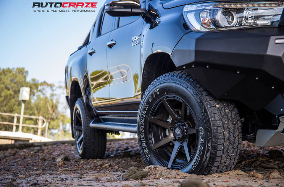 Toyota Hilux Diesel Avalanche Wheels Lift Kit, Rival Bar Front Fitment Close Up Shot March 2018