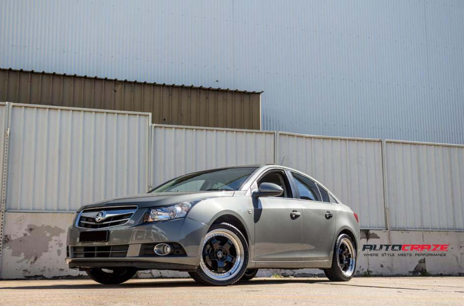 holden cruze with Envizio RS1 wheel and winrun tyre front wide angle shot february 2018