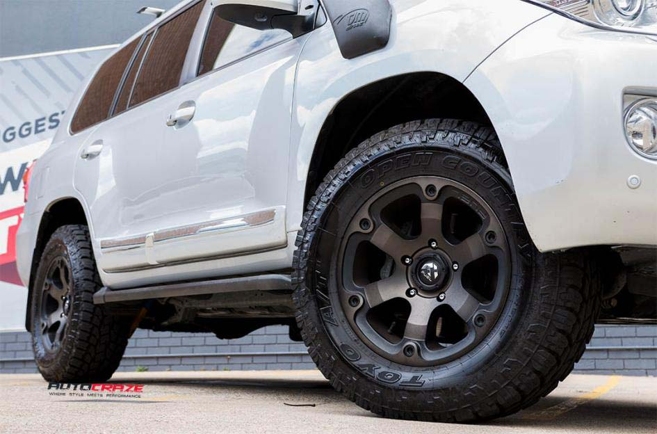 Toyota Landcruiser with Fuel Beast Black & Machined with Dark Tint Toyo Open Country tyre Front wide wheel shot Gallery Janurary 2018 (2)