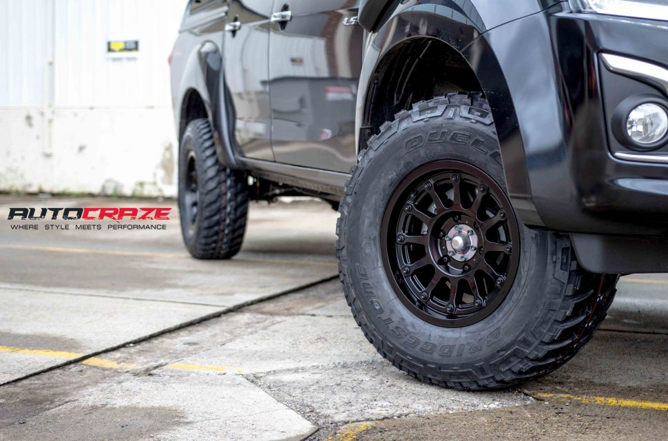 Isuzu Dmax with Moto Metal MO971 wheel and bridgestone tyre front wheel close up shot march 2018
