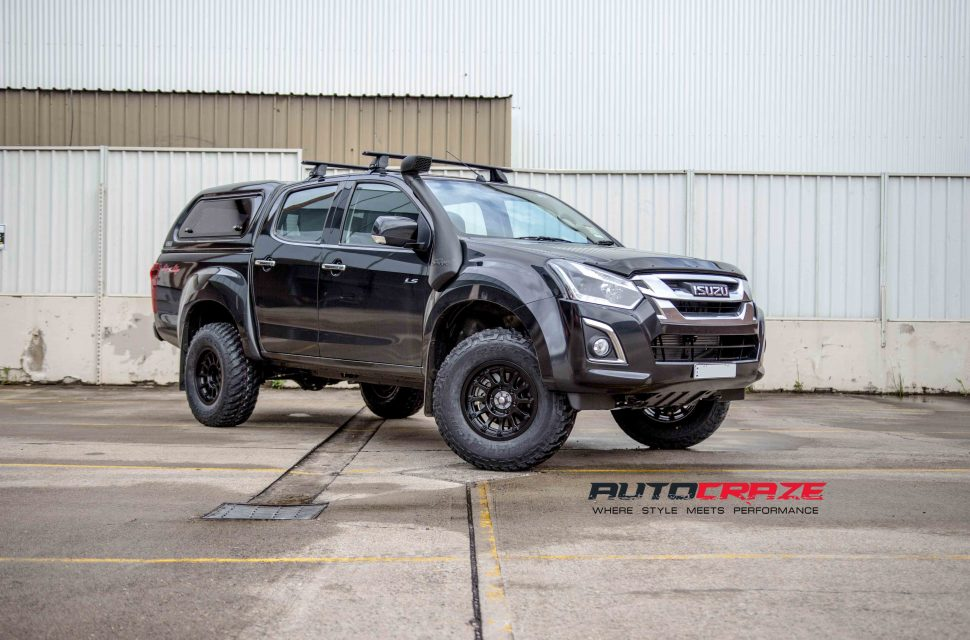 Isuzu Dmax with Moto Metal MO971 wheel and bridgestone tyre front wide angle shot march 2018