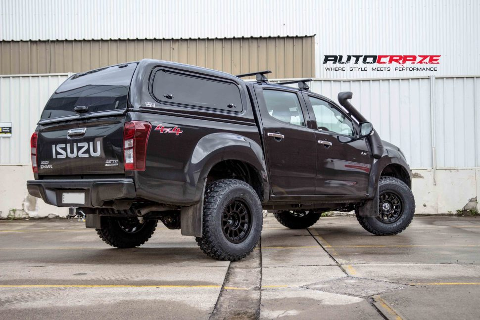 Isuzu Dmax with Moto Metal MO971 wheel and bridgestone tyre rear wide angle shot march 2018