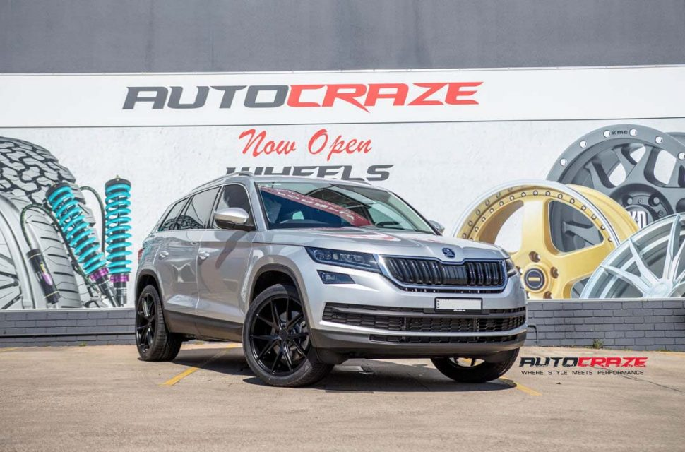 SKODA KODIAQ WITH NICHE MILANO WHEEL AND GOODYEAR TYRE FRONT WIDE ANGLE SHOT MARCH 2018