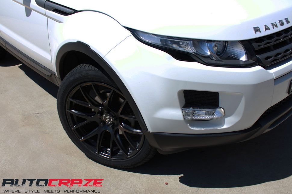 Range Rover Evoque with OX Wheel and Achilles tyre front wheel close up shot april 2018