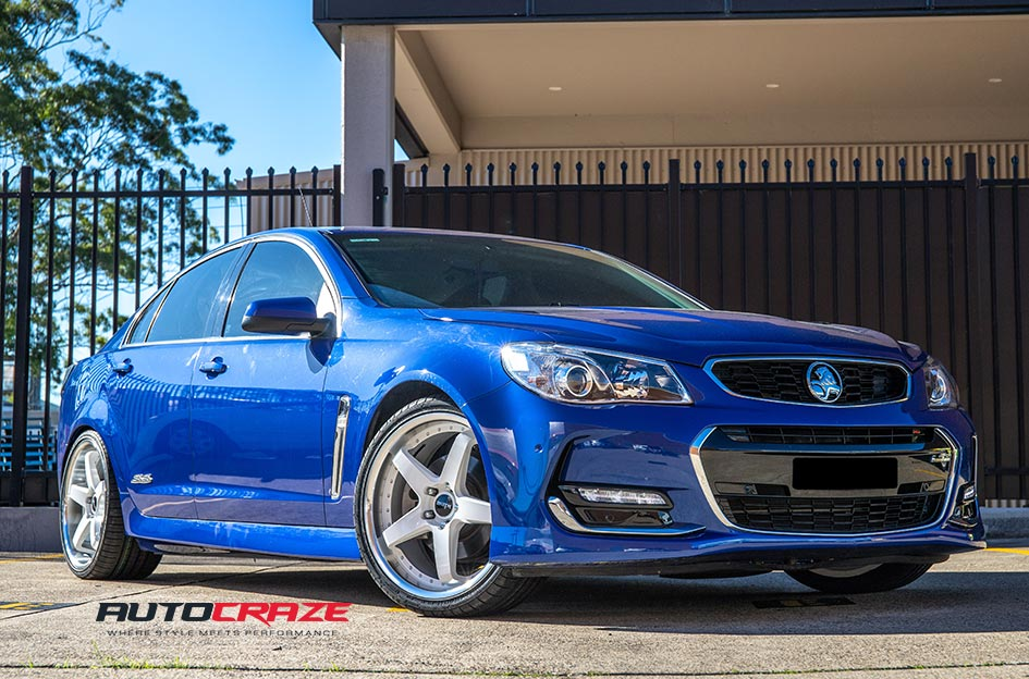 Holden Commodore Detroit White Machined Lip Wheels Front Close Up Shot Gallery April 2019