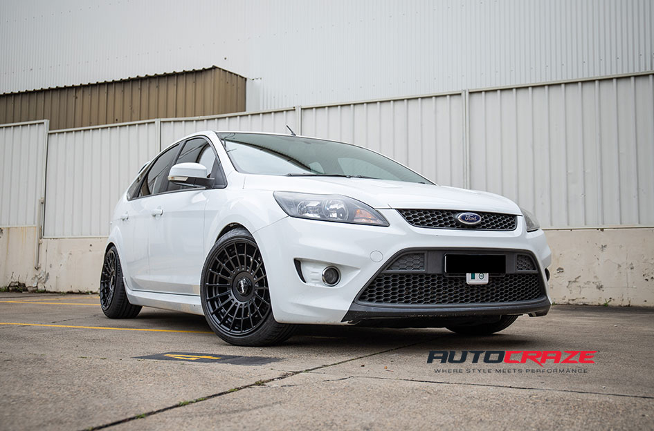 Ford Focus Rotiform CCV Wheels Michelin Tyres Front Close Shot G