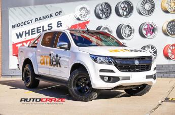 Holden COLORADO SHOK MATTE BLACK