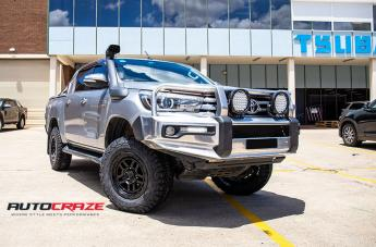 TOYOTA HILUX 4WD RECON XD SATIN BLACK  small