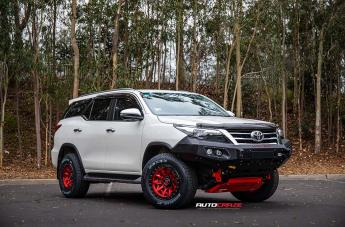 Toyota FORTUNER COVERT CANDY RED BLACK LIP