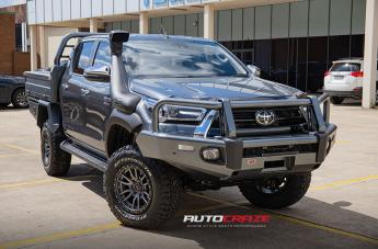 Toyota HILUX 4WD REBEL ANTHRACITE CENTER W/ BLACK LIP