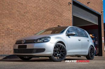 VOLKSWAGEN GOLF RELOAD SATIN BLACK