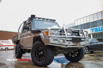 Toyota LANDCRUISER MO962 GLOSS BLACK MILLED ACCENTS