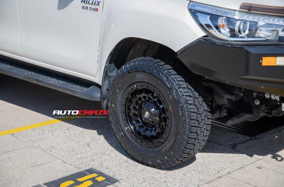 TOYOTA HILUX 4WD ZOMBIE SATIN BLACK
