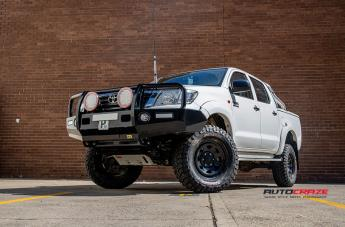 TOYOTA HILUX 4WD TERRA SATIN BLACK  small