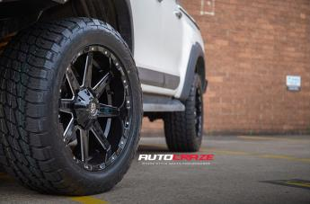TOYOTA HILUX 4WD BLADE  OR GLOSS BLACK MILLED  small