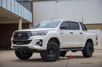 Toyota HILUX 4WD COVERT MATTE BLACK