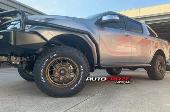 TOYOTA HILUX 4WD TECH BRONZE  small