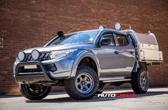 Mitsubishi TRITON SHOK ANTHRACITE