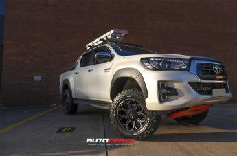 Toyota HILUX 4WD REPLAY GLOSS BLACK MACHINED DARK TINT