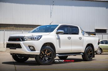 Toyota HILUX 4WD AVALANCHE MACHINED FACE MATTE BLACK DARK TINT