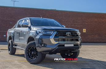 Toyota HILUX 4WD MO962 GLOSS BLACK MILLED ACCENTS