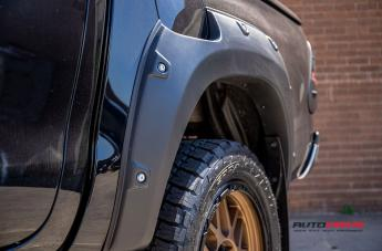 TOYOTA HILUX 4WD GRENADE OR MATTE BRONZE WITH MATTE BLACK LIP  small