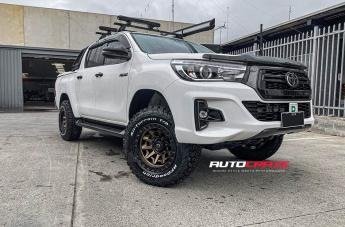 Toyota HILUX 4WD COVERT BRONZE BLACK LIP