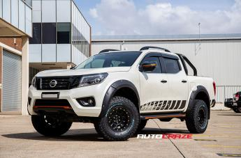 Nissan NAVARA D-LOCKER BLACK