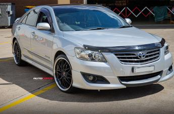 Toyota AURION KIKI5588 BLACK POLISHED LIP