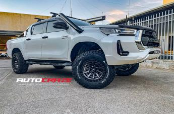 Toyota HILUX 4WD COVERT MATTE ANTHRACITE BLACK RING