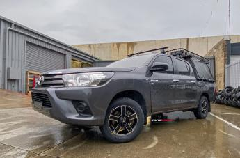 Toyota HILUX 4WD CORSA GLOSS BLACK MACHINED FACE