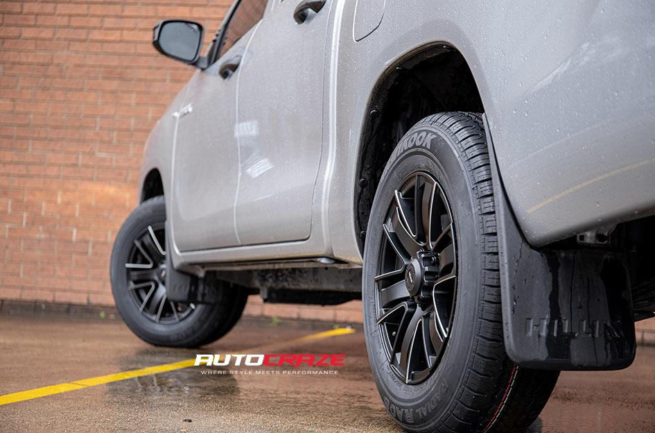 TOYOTA HILUX 4WD ROK SATIN BLACK PIPED