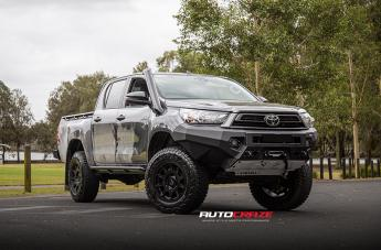 Toyota HILUX 4WD INVADER MATTE BLACK