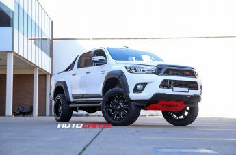 Toyota HILUX 4WD BUCK 25 XD GLOSS BLACK MILLED ACCENTS