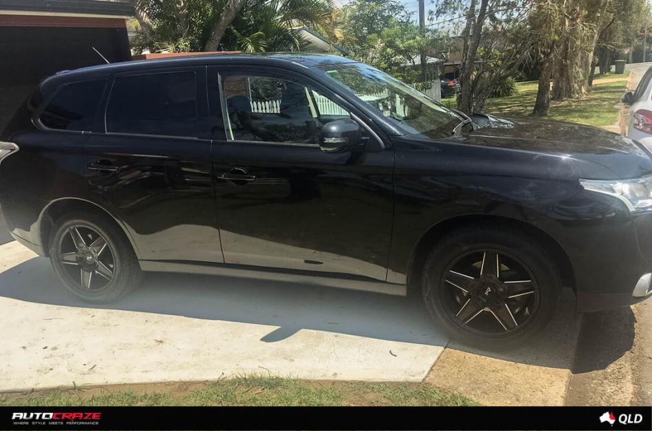 MITSUBISHI OUTLANDER CANNES GLOSS BLACK MILLED ACCENTS