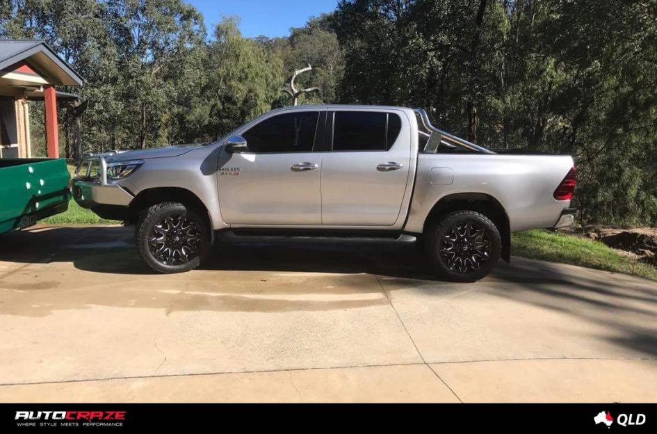 TOYOTA HILUX 4WD BATTLE AXE GLOSS BLACK MILLED ACCENTS