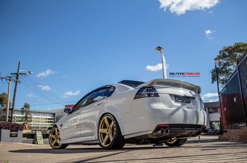 HOLDEN COMMODORE FRCS GOLD