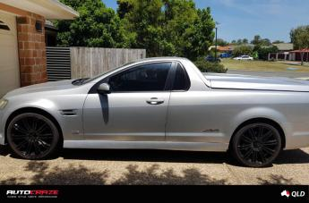 Holden COMMODORE D2 GLOSS BLACK